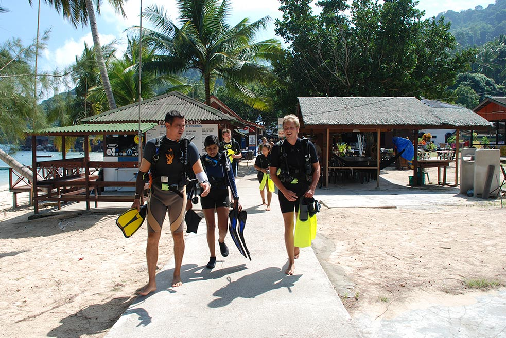 PADI OWD course with B&J in Salang Bay